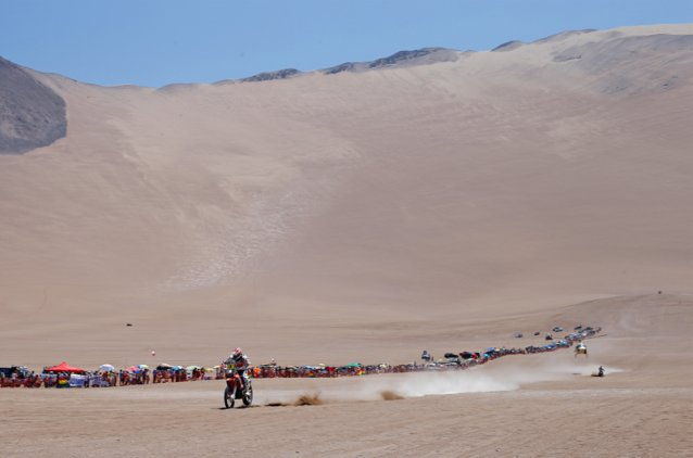 #3 - Joan Barreda descending the final dune into the bivouac - www.dakar.com