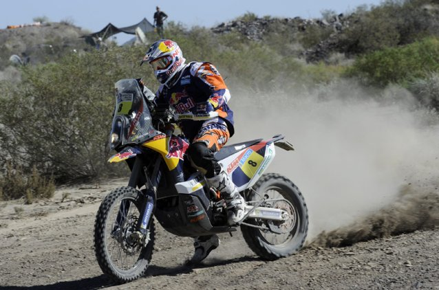 #8 Ruben Faria putting a foot out - www.dakar.com