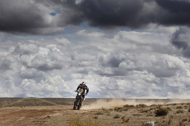 #1 - Cyril Despres giving it horns - www.dakar.com